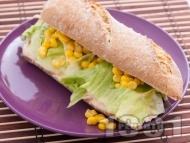 Сандвич с пастет от риба тон, айсберг и царевица